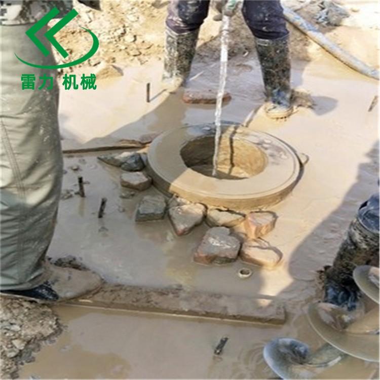 工程用的(de)小型鑽自來水(shui)管道(dao)打孔(kong)機